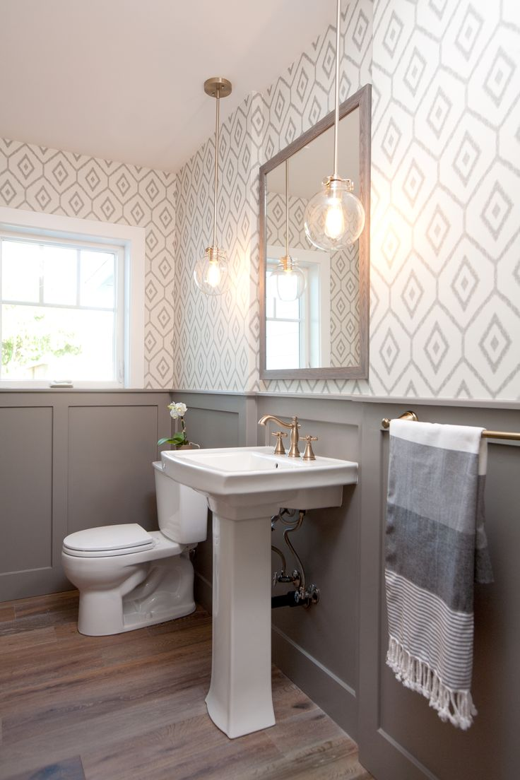 Ремонт туалета панелями серыми