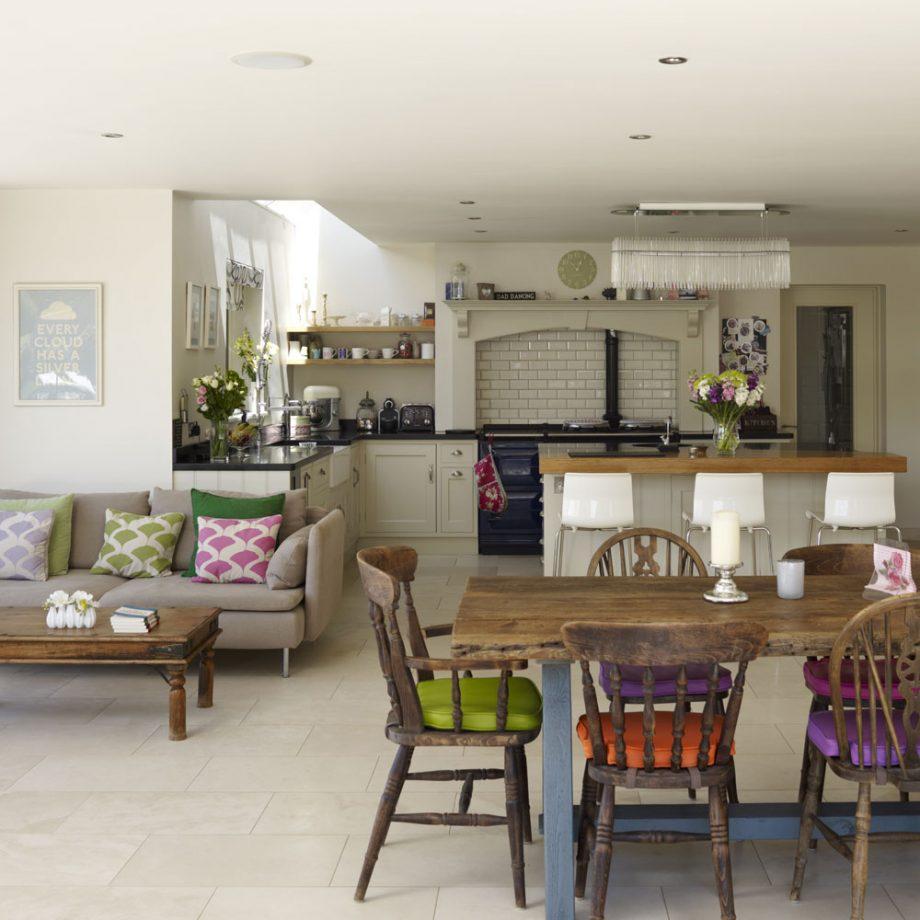 Дизайн кухни гостиной состаренный