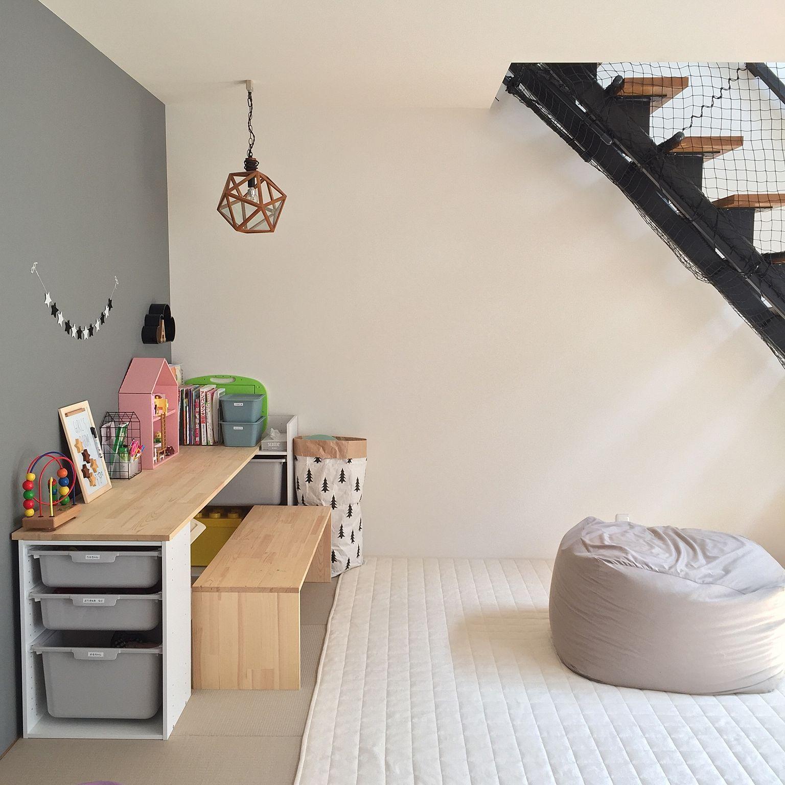 Декор детской комнаты со столом