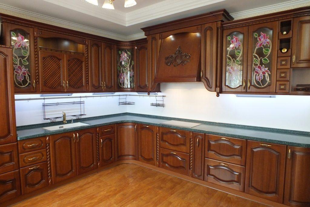 Кухонный гарнитур с витражным стеклом