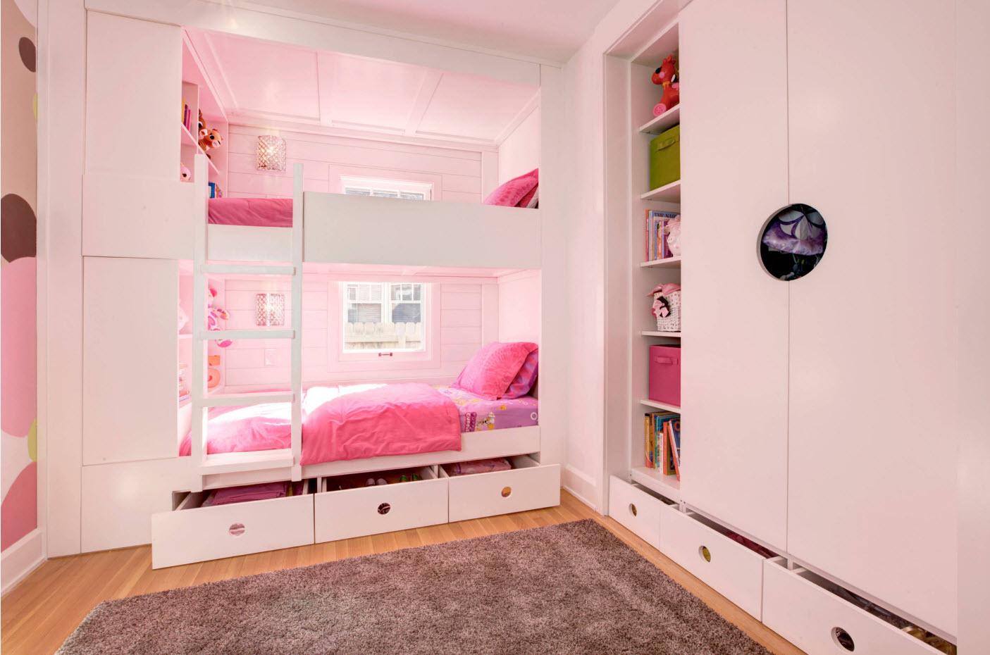 Детская для двоих детей со встроенной мебелью