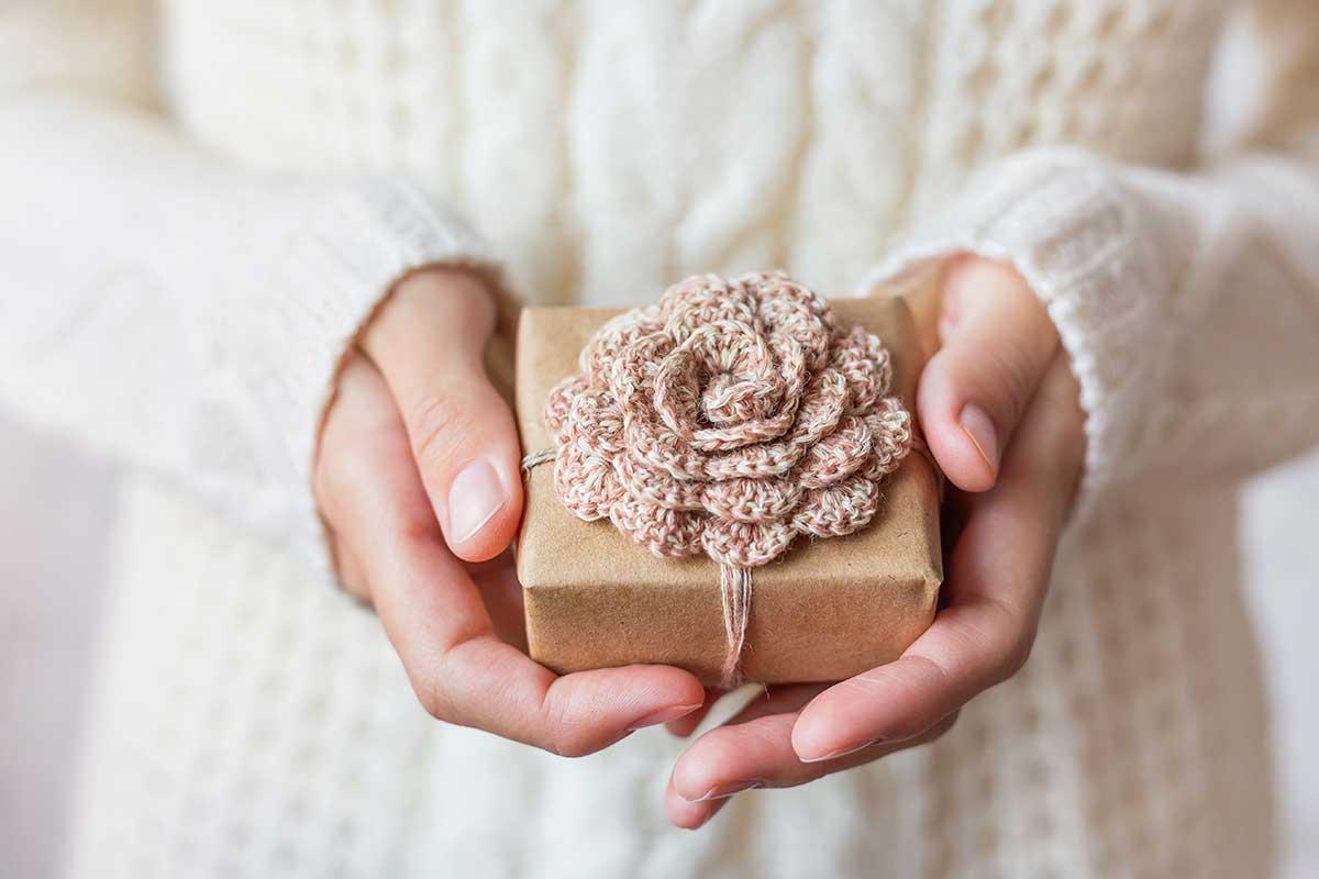 Подарок на 8 марта своими руками вязаный