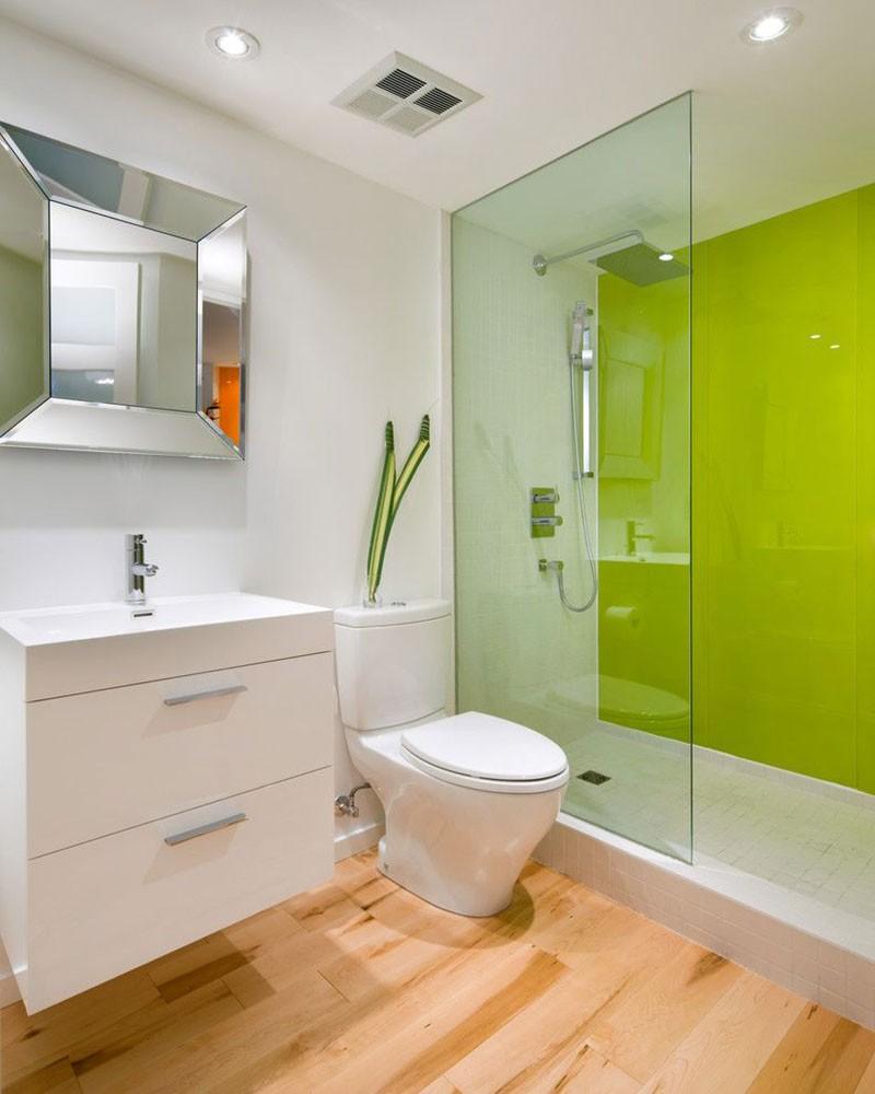 Ремонт туалета панелями яркими