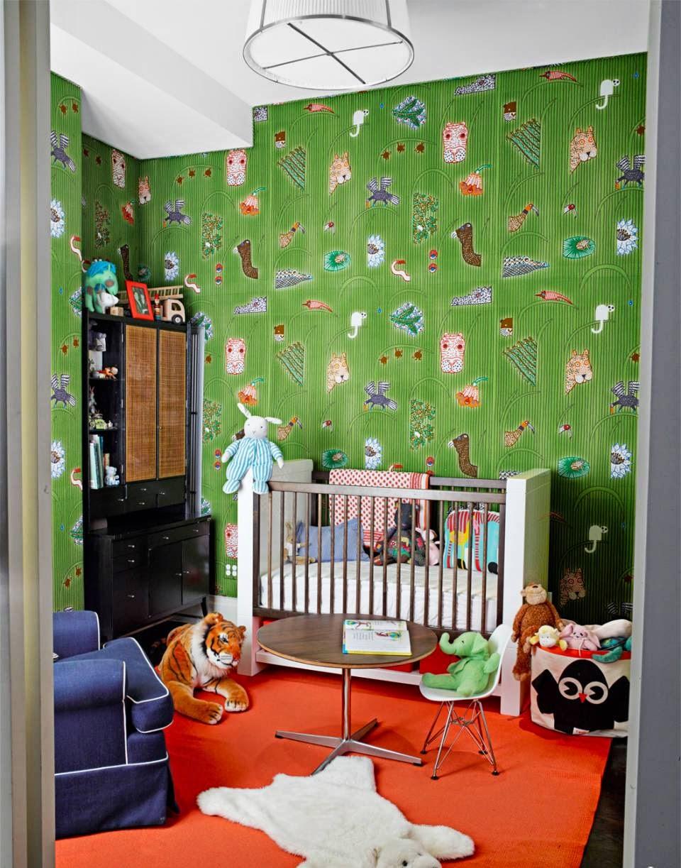 Декор детской комнаты зелеными обоями