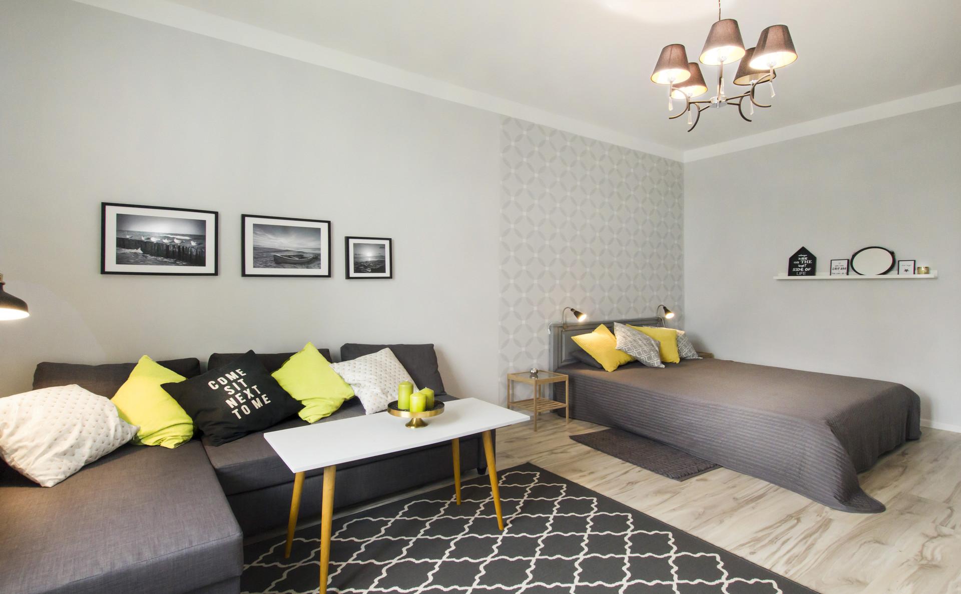 Однокомнатная квартира 40 кв м желтые подушки