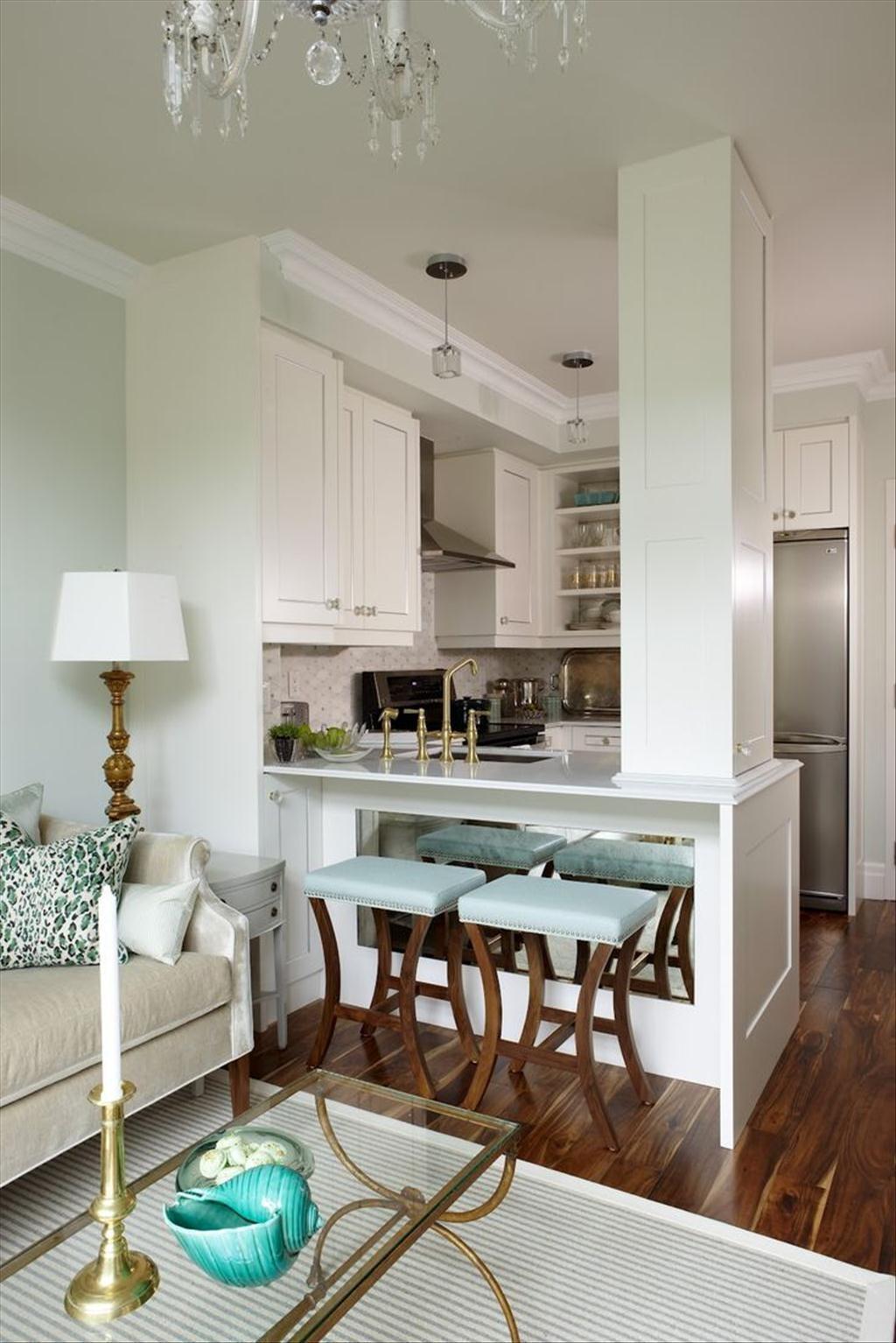 Дизайн кухни гостиной с золотом