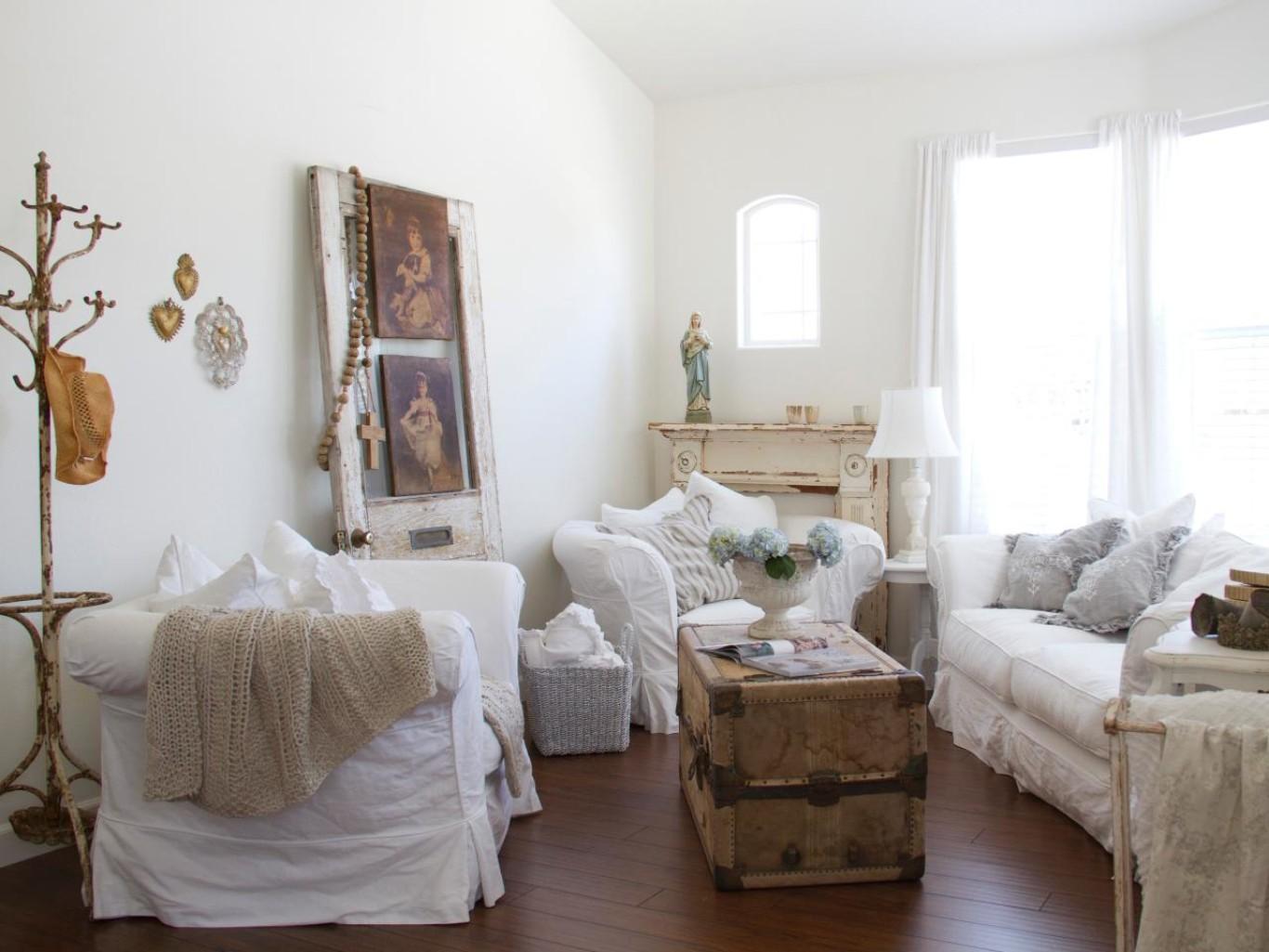 Однокомнатная квартира в стиле кантри с мебелью