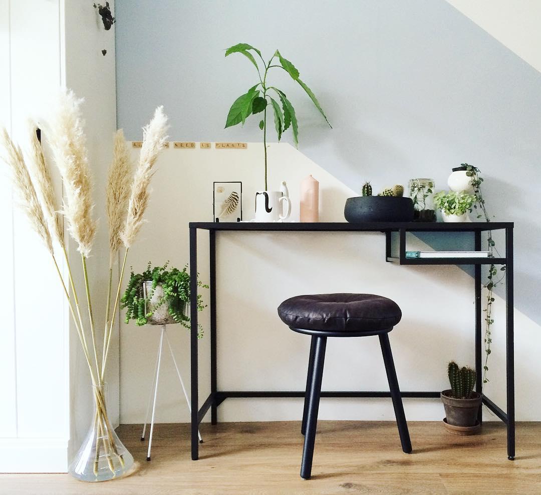 Рабочее место дома в стиле минимализм