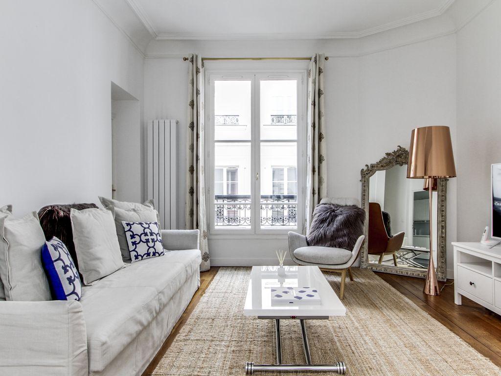 Однокомнатная квартира с декором в стиле модерн