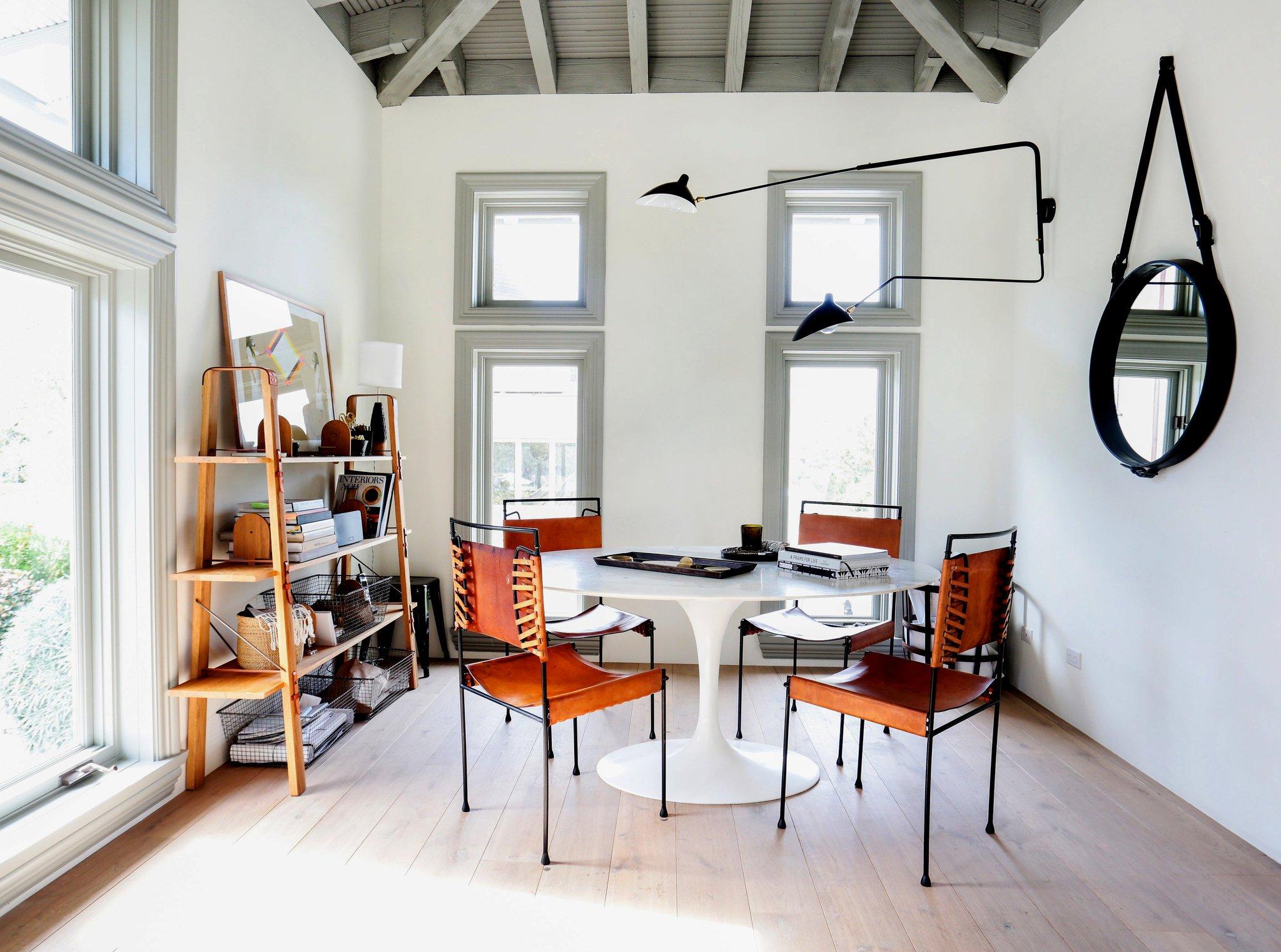 Рабочее место дома в помещении