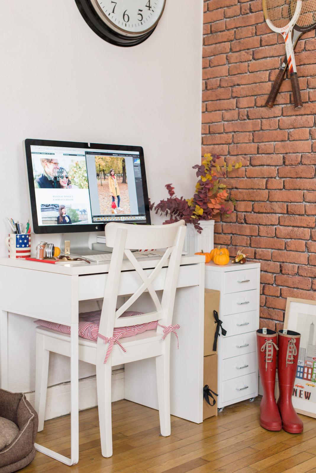 Рабочее место дома простое