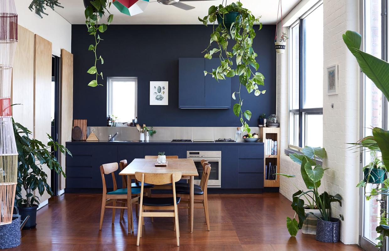 Однокомнатная квартира в скандинавском стиле синяя