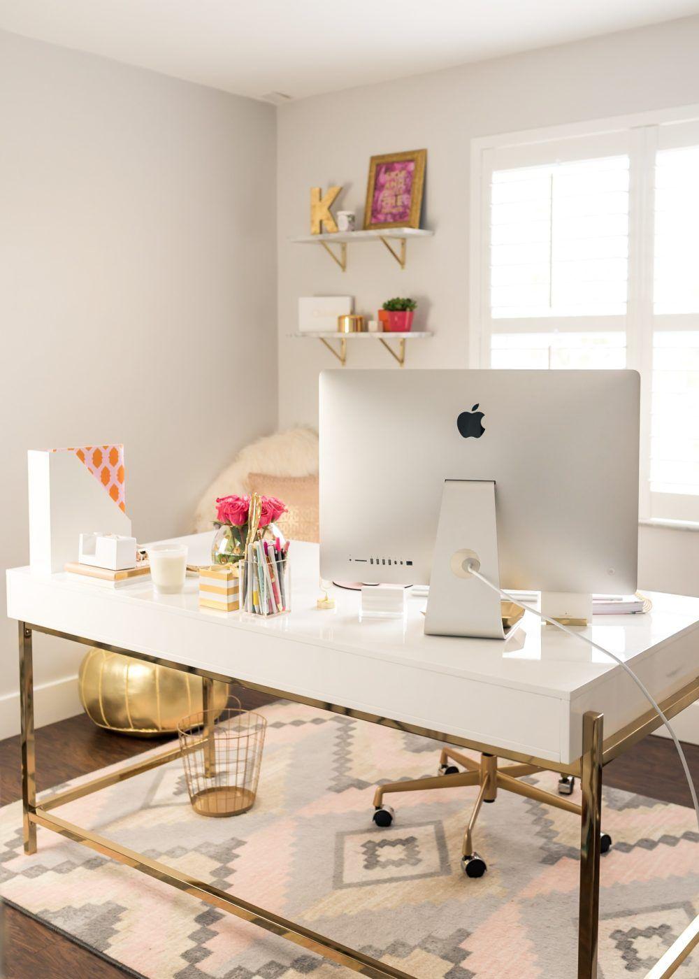 Рабочее место дома для девушки